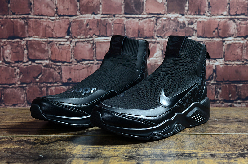 NIKE x SUPREME All Black Shoes