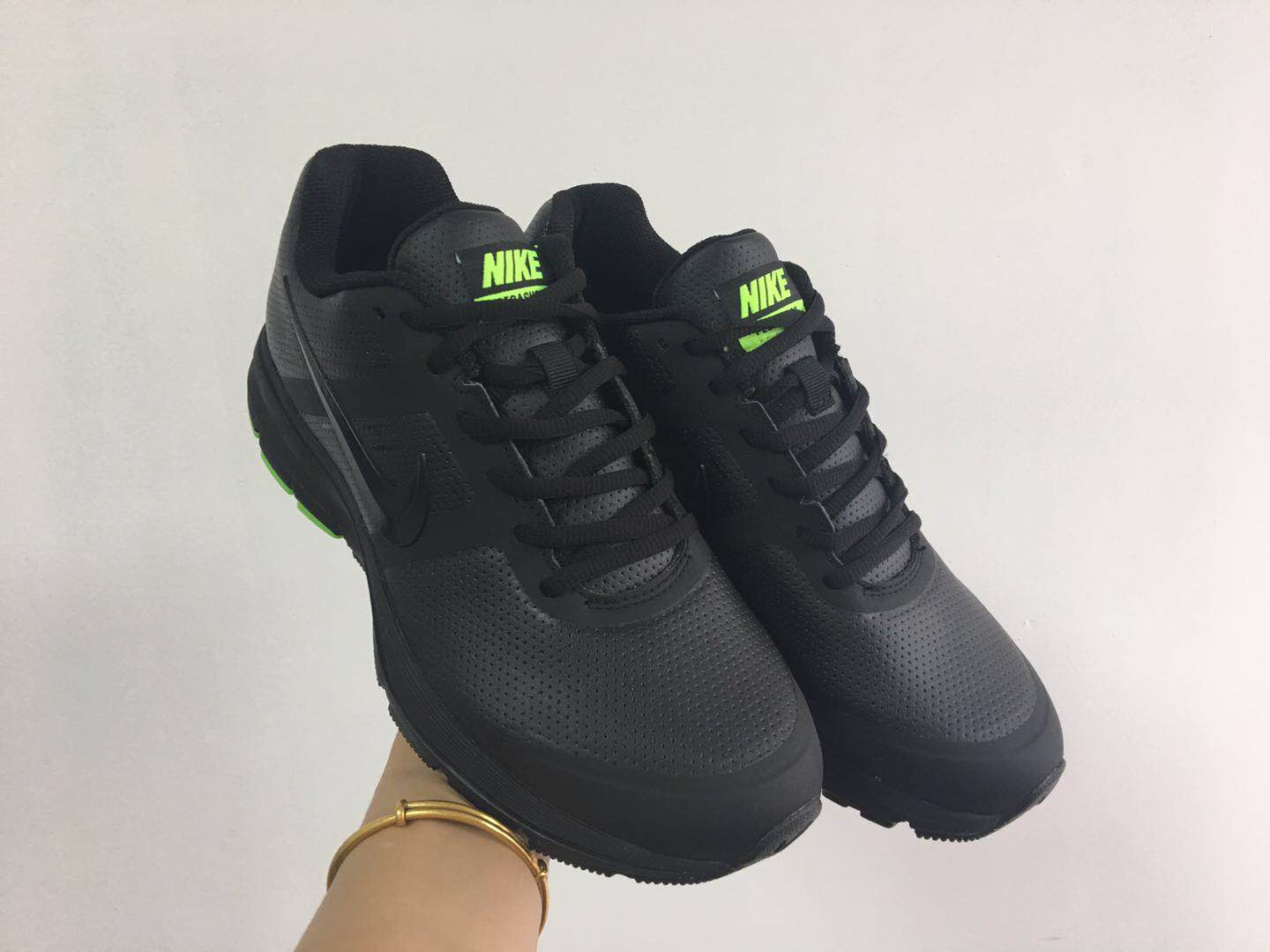 9c8b34952dc5 Inexpensive Nike Lunareclipes Shoes For Sale