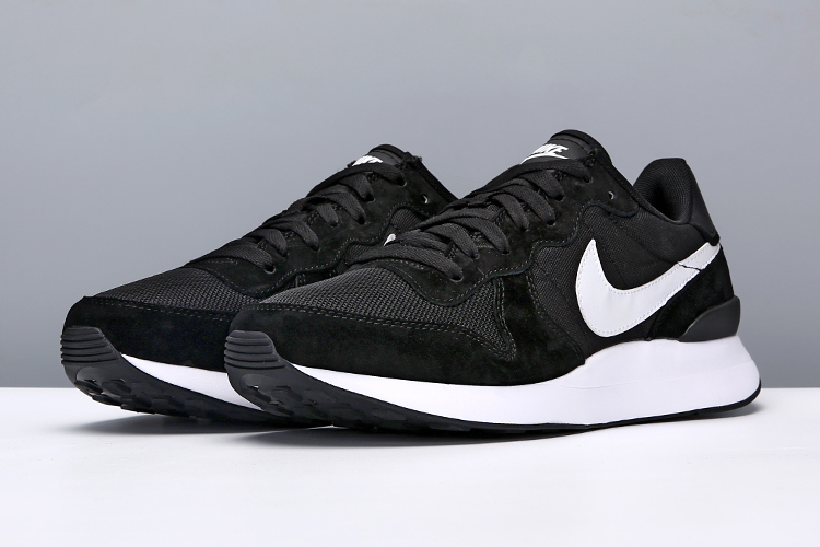 Women Nike Internationalist LT17 Black White Shoes