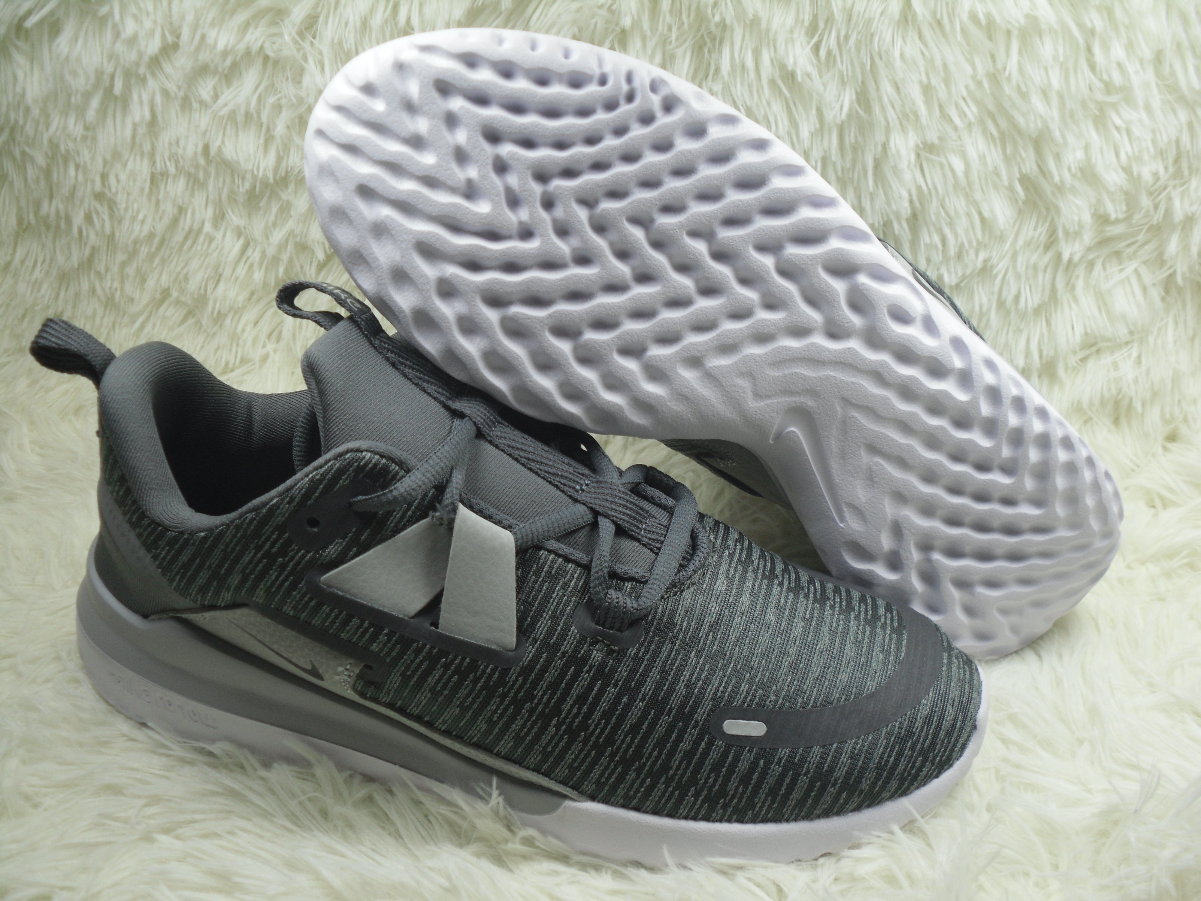 Nike Renew Arena Flyknit Black Grey Running Shoes