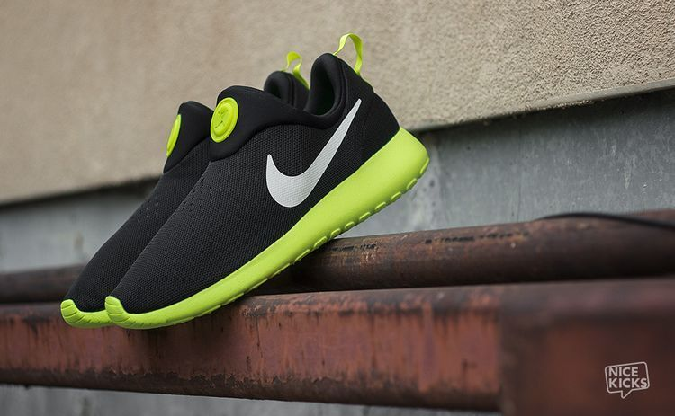 Nike Rosherun Slip On Black Green White Swoosh Shoes