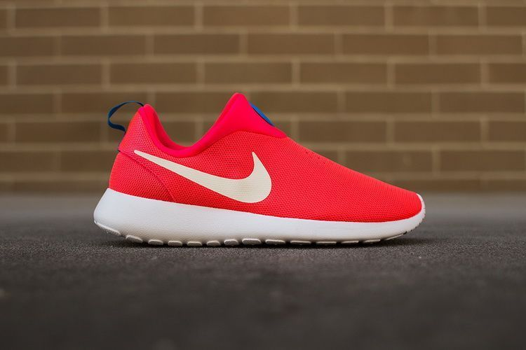 Nike Rosherun Slip On Dark Red White Swoosh Shoes