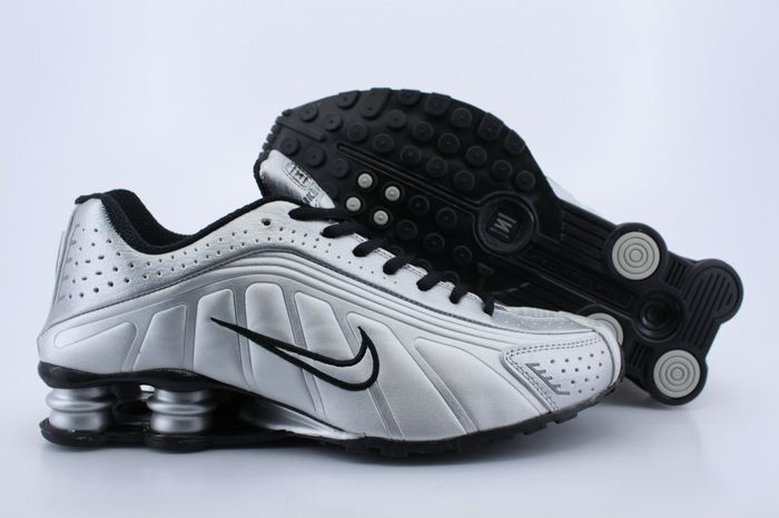 Nike Shox R4 Shoes White Black Silver Air Cushion