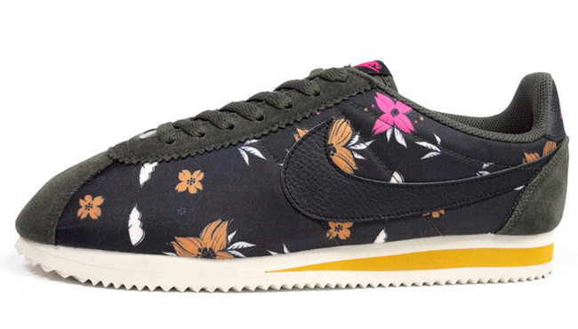 Women Nike Classic Cortez Nylon QS Aloha Black Yellow Shoes